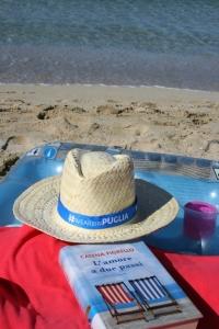 L'amore a due passi, di Catena Fiorello, su una spiaggia del Salento